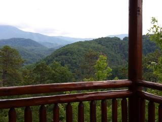 Spacious 3 bedroom deluxe with indoor water park, Gatlinburg