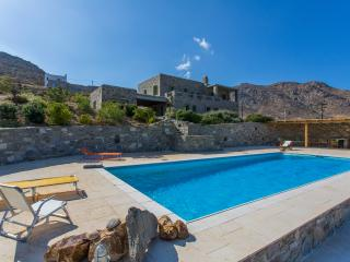 Large 7-Bdrm Stone Villa with Pool, Sérifos