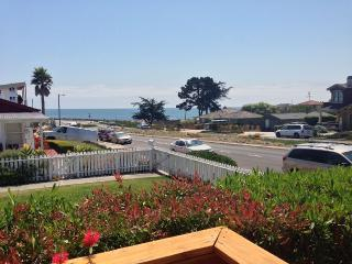 Classic Beachside Retreat, Santa Cruz