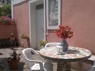 La casa rosa, casa silenziosa posizione strategica, Maratea