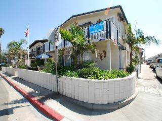 Spacious Newport Beach Upper Unit Duplex! 1 House From the Sand!