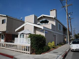 Best Deal in Newport Beach! 1st Floor Duplex - Steps to the Sand, Patio, BBQ
