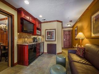 One Bedroom 360sqf with Kitchenette, Park City