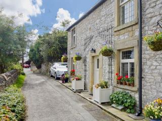 Luxury Tideswell Cottage Sleeping 8, Pet freindly.