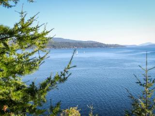Lakefront retreat w/ magnificent views, secluded bay, & private hot tub!, Harrison