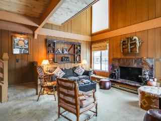 Condo for six w/ great amenities, views of Bald Mountain!, Sun Valley