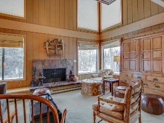 Mountain townhome for six with large deck, shared pool & hot tub