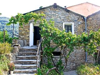 Charming village house near the sea, Dolcedo