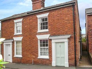 WINTER COTTAGE, Victorian, well-presented, pet-friendly, lawned garden, walking distance to amenities, in Ludlow, Ref 922470