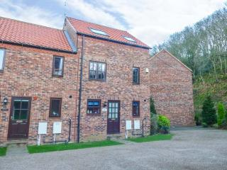 WATERS EDGE, end-terrace, close to River Esk, parking, WiFi, views in Whitby Ref