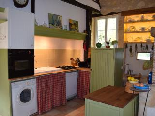 Spacious, well equipped kitchen