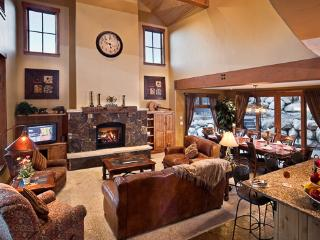 Black Bear Chalet - 4BR Luxury Mountain Home, Steamboat Springs