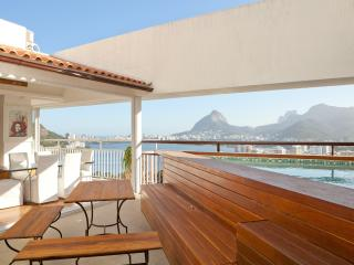 Dplx Apt w view of Christ and Lake & Rooftop Pool, Rio de Janeiro