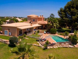 Villa Concha - Wonderful 6 bedroom villa, fenced in pool, outside bar, close to, Carvoeiro