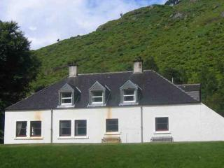 039-Traditional Shooting Lodge, Fort William