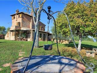 3 bedroom Villa in Montepulciano, Tuscany, Italy : ref 2373070