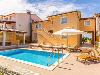 35959-Holiday house Stinjan, Pula