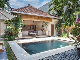 3 bedroom Oberoi Villa Great Location!!, Seminyak