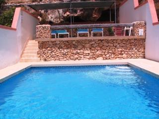 Merill Apartment (C), 1 Bedroom - Sleeps up to 4, Back Terrace, Pool, WiFi