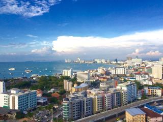 Stylish 1-Bedroom Condo with Gorgeous Views, Pattaya