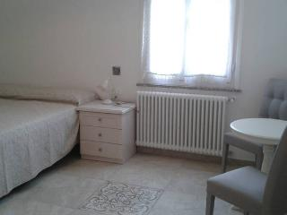 Beautiful renovated room with ensuite bathroom, Monterosso