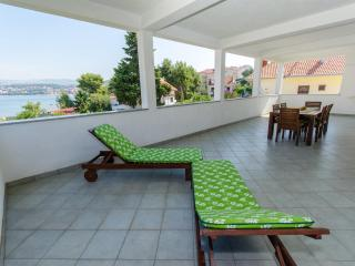 Ciovo - Sea View Apartment for 6, Okrug Gornji