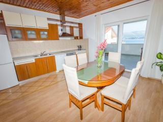 Ciovo - Sea View Apartment for 6, Okrug Gornji