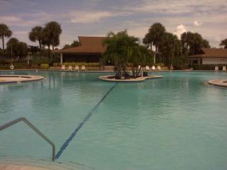 BEST POOL IN NAPLES, Napels