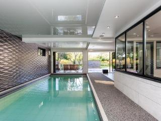 Luxury Holiday Home with indoor Pool, Central Bath