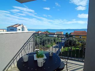 Sea view two-bedroom apartment near Trogir