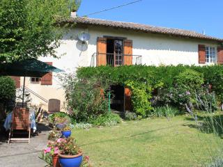Large holiday house with pool, Dordogne France