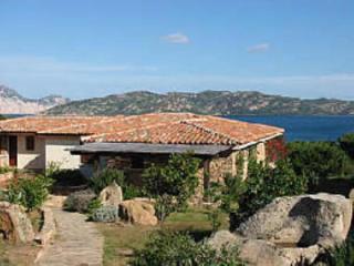 villino con giardino vista a 150mt dalla spiaggia, Capo Coda Cavallo