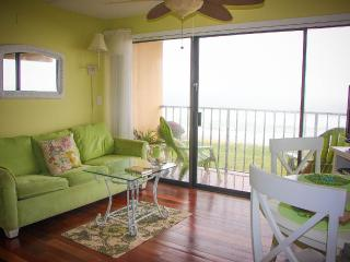 Classy Condo Oceanfront with Elevator, Carolina Beach