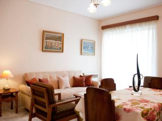 A Homely 1 Bdrm Apartment only 350m from the Sea, Paleo Faliro