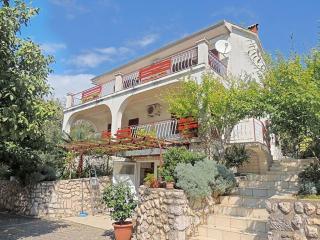 06301 Cheap large apartment, Pinezici
