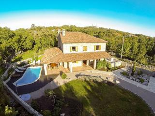 06801 Luxury villa Kras with pool, Dobrinj