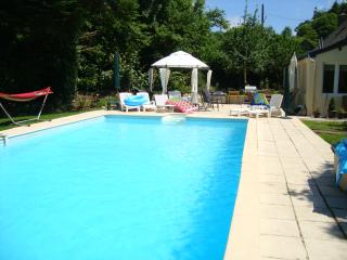 2  Bedroom Gite /sleep 8 / Hot TUB/ Swimming Pool, Langonnet