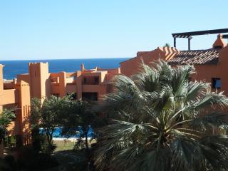 Hermoso apartamento cerca del mar: piscina, Wi-Fi, Estepona