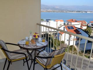 1bedroom apartment Yasmine with a sea view, Trogir