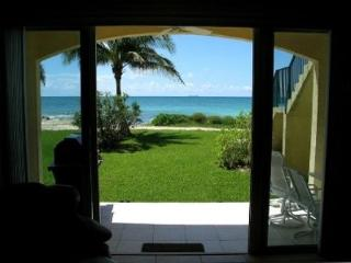 Ocean Front Condo Stay 6 Nights and 7th is FREE., Freeport