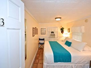 'WATERFALL 3'- Garden House. Best deal in Key West! Shared Bathroom