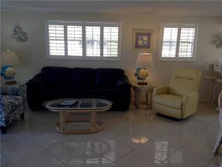 Newly remodeled 2BR on one of Fl finest beaches - Villa 18, Siesta Key
