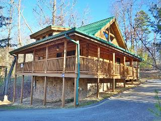 The Hideaway, Perfect Romantic Retreat, Seasonal Resort Pool & Fire Pit, Sevierville