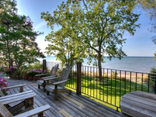 Ripple Cove Cottage - Private Beachfront Cottage, Crystal Beach