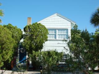 Original Beach House with Modern Convenience, Saint Pete Beach