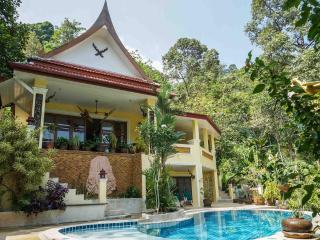 Villa avec piscinne prive dans jardin tropical