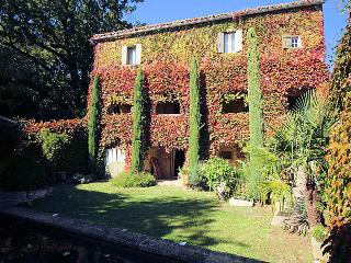 Charming stone house 7p. 12 km from Uzès Gard, private pool, La Bruguiere