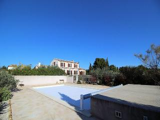 St-Rémy-de-Provence, comfortable Villa 8p. heated private pool
