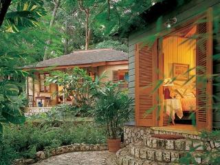 Legendary Cottages near White Sandy Beach, Housekeeping & Laundry Service Included, Oracabessa