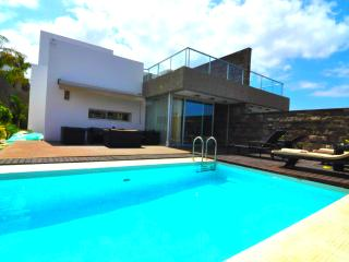 Sweet spacious house in El Duque, Costa Adeje